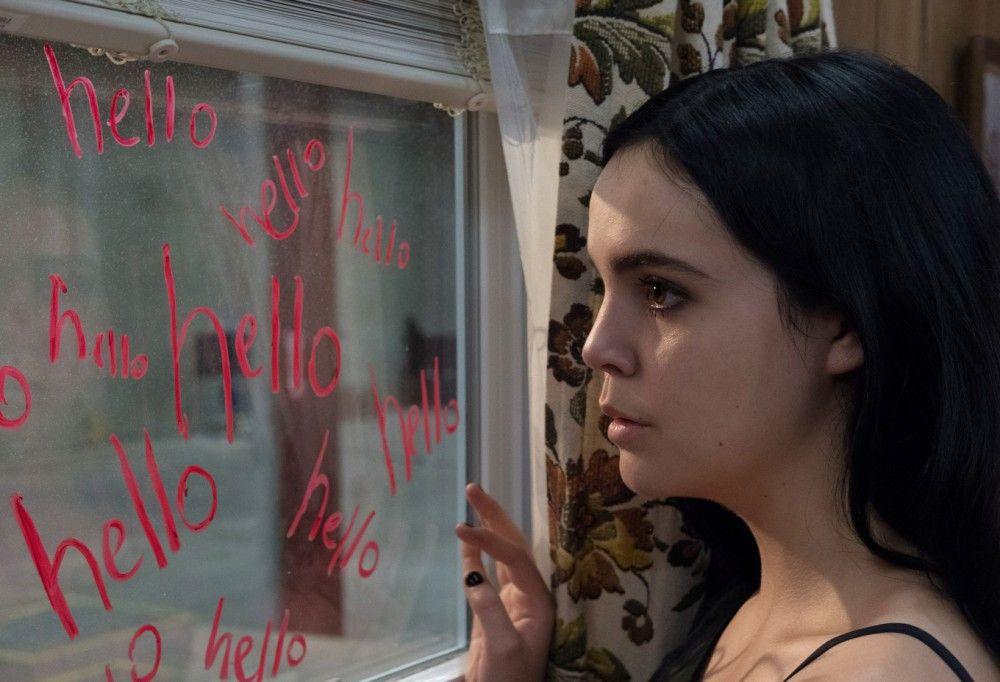 Auf dem Fenster entdeckt Kinsey (Bailee Madison) plötzlich erschreckende Schriftzüge.