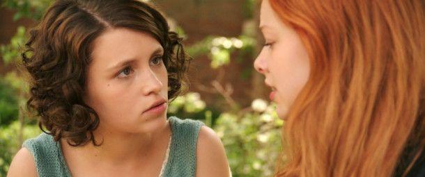 Greta (Janina Fautz) hat Lilith (Emma Bading) noch nicht durchschaut.