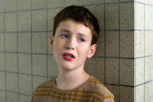 Mitschüler von Marvin (Jules Porier) haben ihn auf der Schultoilette vergewaltigt.