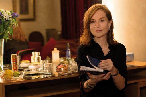 Nach Rolands Unfalltod sucht Isabelle Huppert (Isabelle Huppert) Marvin auf - und beschließt, die Rolle der Mutter in seinem Selbstwerdungsstück zu übernehmen.