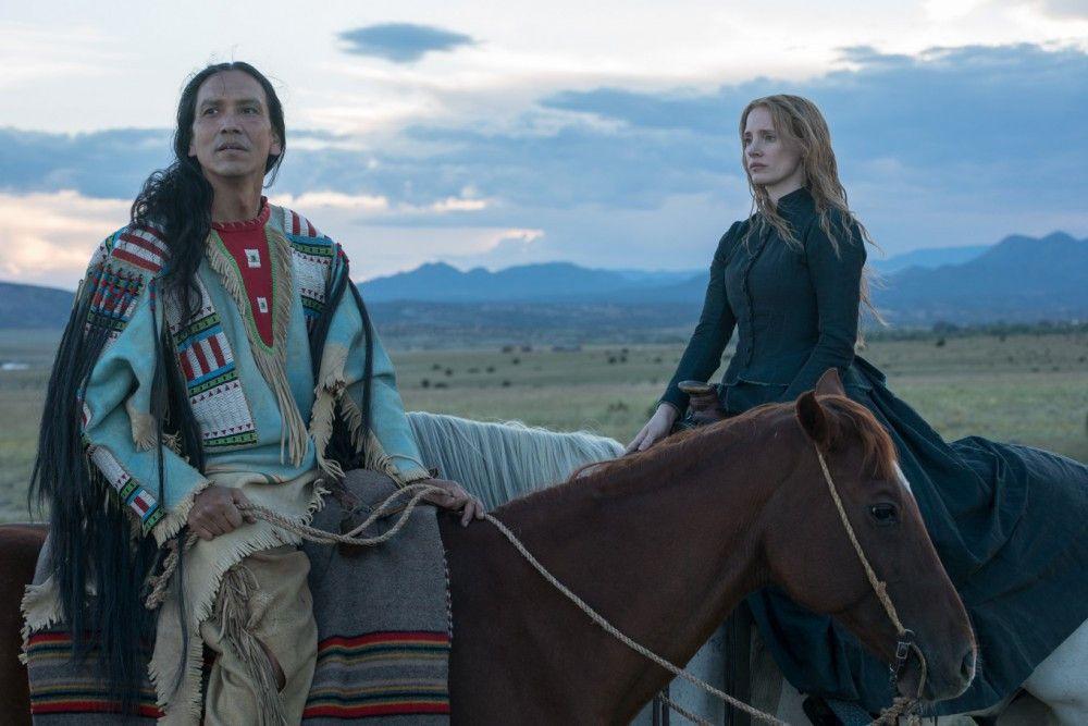 Sitting Bull (Michael Greyeyes) ist ein ziemlich edler Wilder, auf den Catherine Weldon (Jessica Chastain) trifft.
