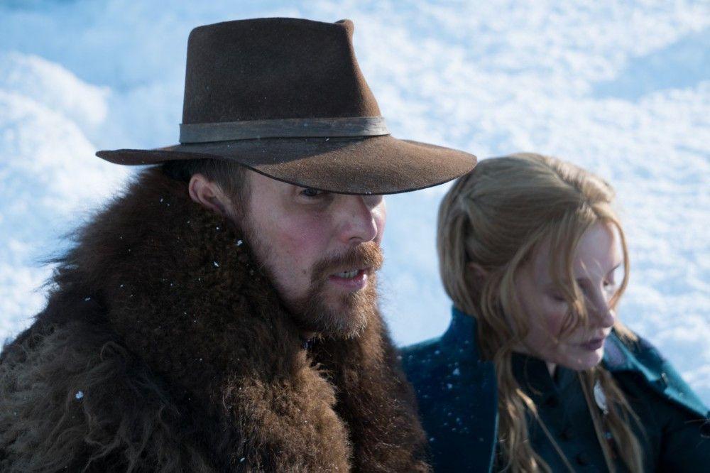 Der Soldat Silas Groves (Sam Rockwell) soll dafür sorgen, dass die Sioux einen Vertrag unterzeichnen, mit dem sie ihr Land für immer aufgeben. Störenfriede wie Catherine Weldon (Jessica Chastain) sind ihm bei seiner Mission nicht willkommen.