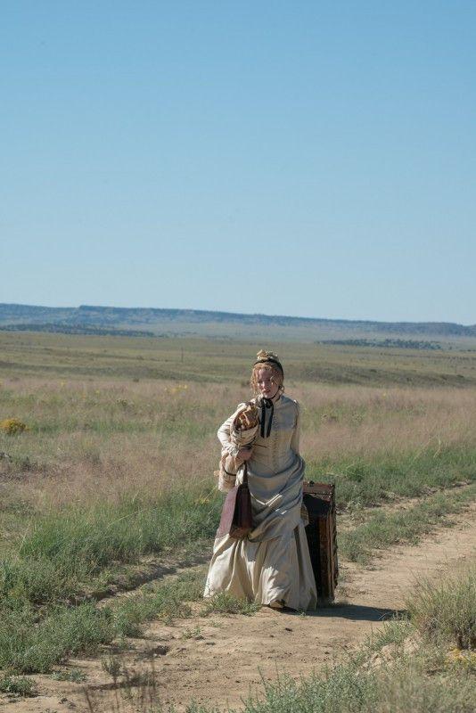 Störrisch und eigensinnig: Catherine Weldon (Jessica Chastain) stapft mit ihrem Reisekoffer durch die staubige Prärie. Nichts kann sie aufhalten in ihrem Streben, Gutes zu vollbringen.