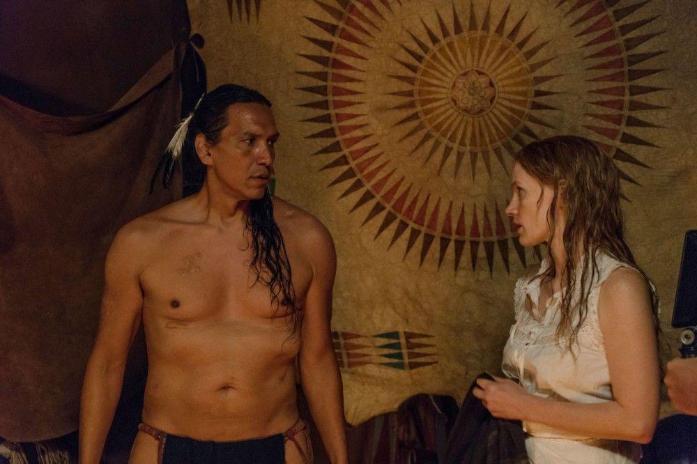 Die romantischen Andeutungen zwischen Sitting Bull (Michael Greyeyes) und Catherine Weldon (Jessica Chastain) sind zwar hübsch fürs Auge, konterkarieren aber den Film.