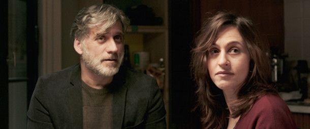 Dafna (Sarah Adler) und Michael (Lior Ashkenazi) gehen unterschiedlich mit der Todesnachricht um.