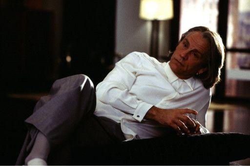 John Malkovich als französischer Geschäftsmann 'Pascal Sauvage'
