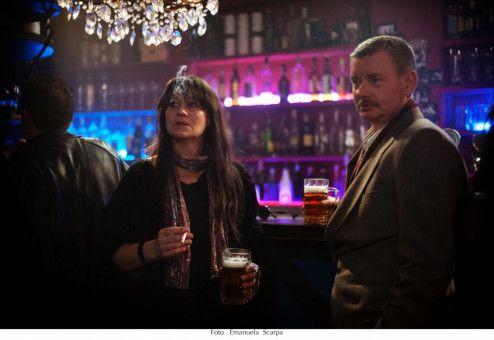 Manager Richard (John Gordon Sinclair) gesteht Nico (Trine Dyrholm) auf der Tour alle Freiheiten zu.