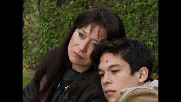 Christa (Trine Dyrholm) mit ihrem Sohn Ari (Sandor Funtek).