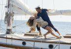 Neu an Bord sind Lily James als Donna und Josh Dylan als Bill in jungen Jahren.