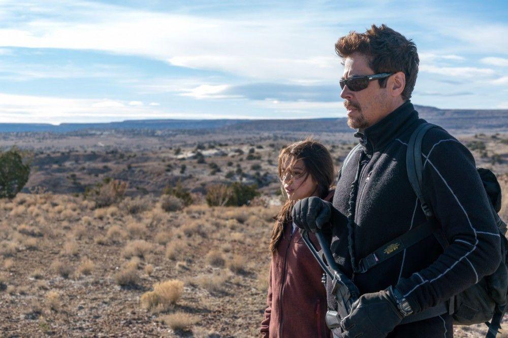 Alejandro (Benicio del Toro) mit der Tochter des mexikanischen Kartellchefs Isabela (Isabela Moner).