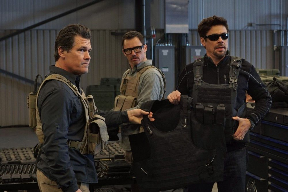 Der Einsatz steht ihnen kurz bevor (von links): Matt Graver (Josh Brolin), Steve (Jeffrey Donovan) und Alejandro (Benicio del Toro)
