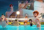 Drakula, Murray, Dennis, Mavis und Johnny (von links) sind bereit für ein Match Monsterwasserball.