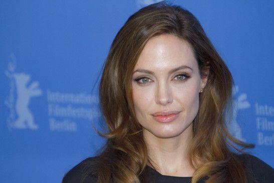 Die US-amerikanische Schauspielerin, Regisseurin, Drehbuchautorin und Filmproduzentin Angelina Jolie wurde am 4. Juni 1975 als Angelina Jolie Voight in Los Angeles geboren.