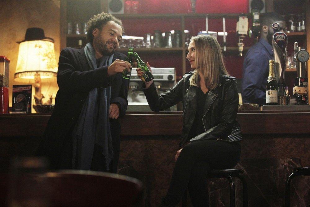 """Musikproduzent Nicolas (Fabrice Eboué) und seine Mitarbeiterin Sabrina (Audrey Lamy) freuen sich über den Erfolg von """"Koexistenz"""", der Zuschauer über """"Ein Lied in Gottes Ohr"""" nicht so sehr."""