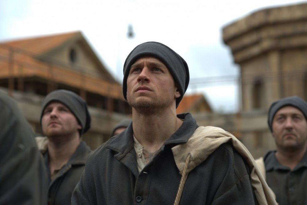 Als Papillon (Charlie Hunnam) in der Strafkolonie ankommt, ahnt er, was ihm bevorsteht.