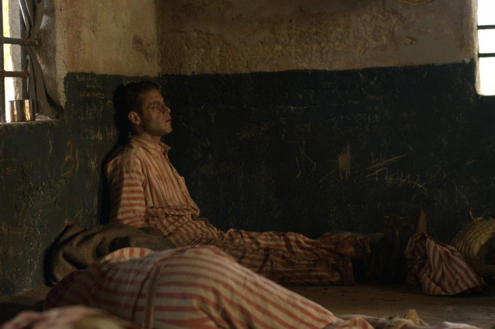 Wie lange muss Louis Dega (Rami Malek) noch in der gnadenlosen Strafkolonie bleiben?