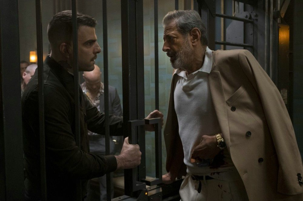 Gangster Niagara (Jeff Goldblum, rechts) und sein Sohn Crosby (Zachary Quinto) haben dringende Familienangelegenheiten zu besprechen.