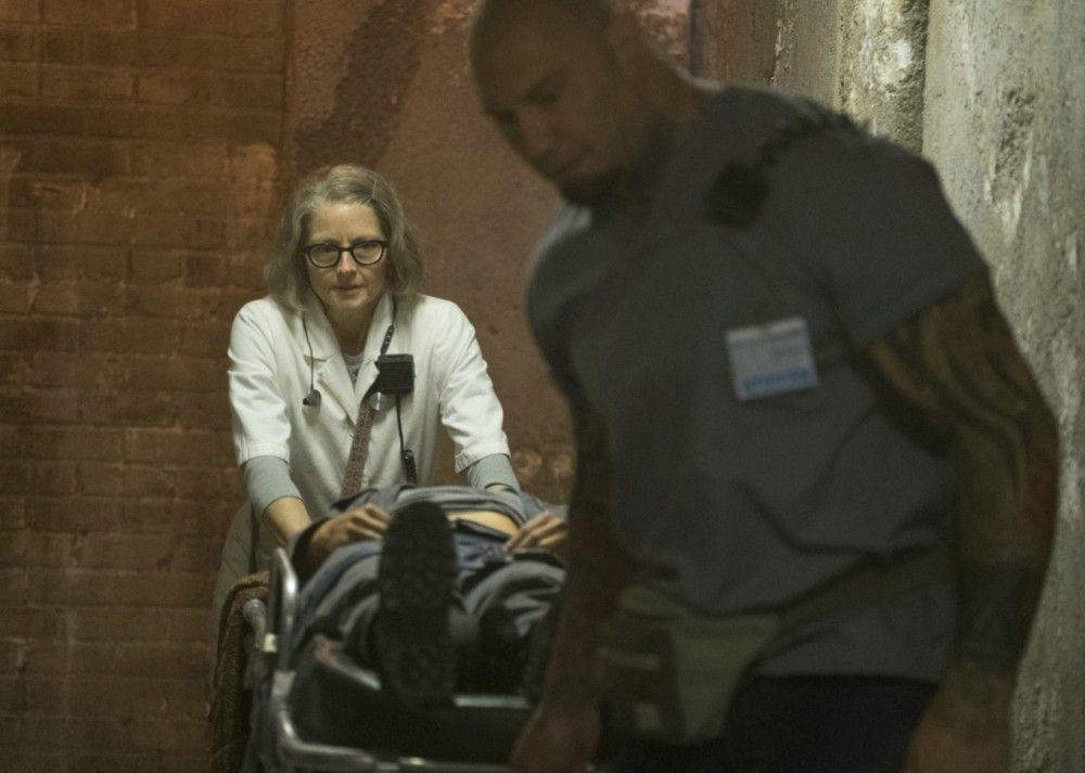 Die Schwester (Jodie Foster) wird im Hotel Artemis von ihrem loyalen Assistenten Everest (Dave Bautista) unterstützt.