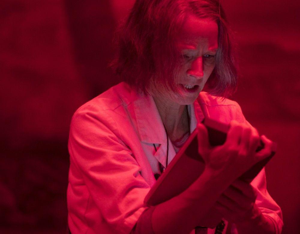 Die Schwester (Jodie Foster) muss auch in Stresssituationen Ruhe bewahren.