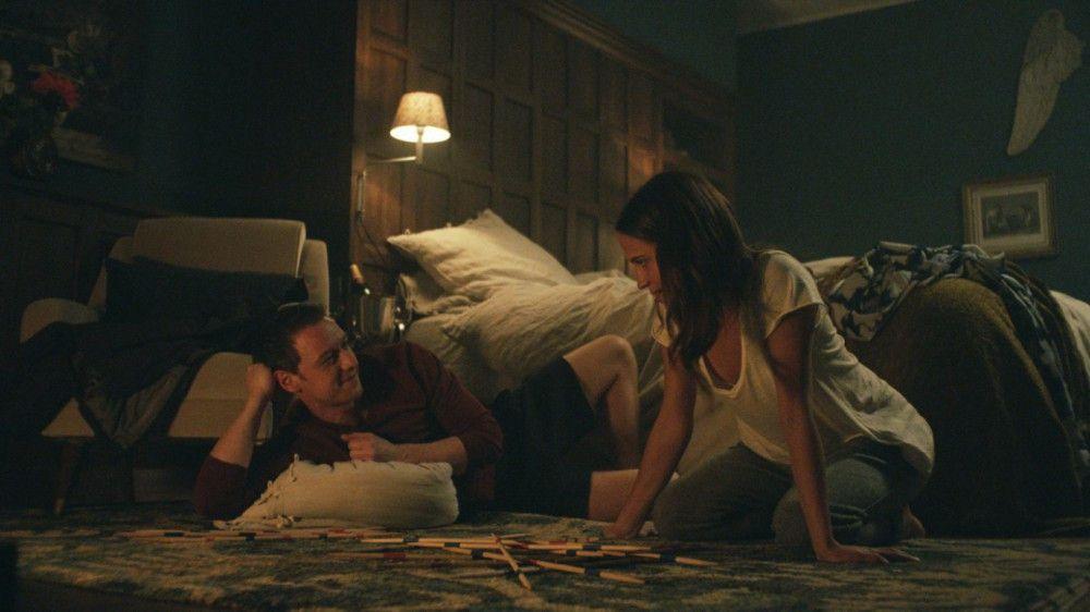 Unbeschwerte Tage: Danielle (Alicia Vikander) und James (James McAvoy) haben sich ineinander verliebt.