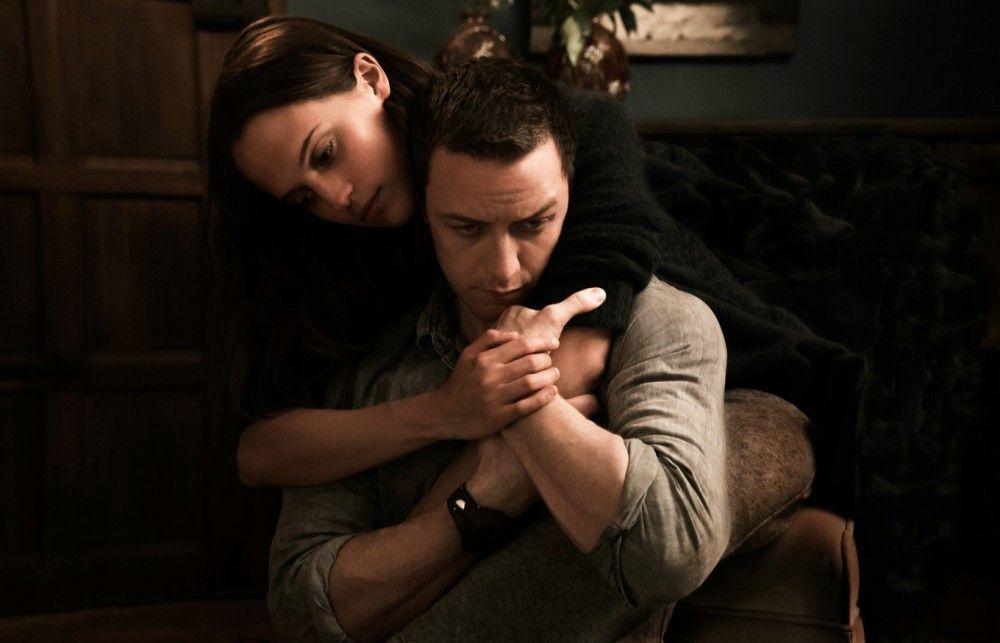 Die Frischverliebten Danielle (Alicia Vikander) und James (James McAvoy) scheinen zu ahnen, dass ihnen nur wenig Zeit bleibt.