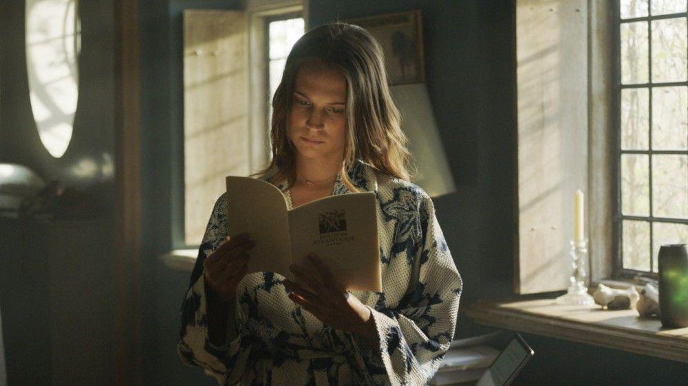 Danielle (Alicia Vikander) ist Biomathematikerin und erforscht Leben im Ozean.