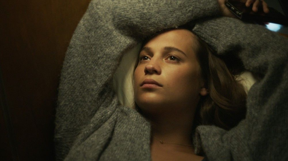 Wartet auf Antwort von ihrem Liebsten: Biomathematikerin Danielle (Alicia Vikander).