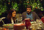 Carlos (Pierfrancesco Favino) Ex-Frau Elettra (Valeria Solarino) wurde ebenfalls zum Fest eingeladen. Das gefällt seiner aktuellen Frau natürlich wenig.