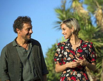 Paolo (Stefano Accorsi) startet ein Techtelmechtel mit seiner Cousine Isabella (Elena Cucci).