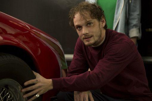 Der Kleinganove Tim (Anton Yelchin) wird von den Teenagerinnen eiskalt erpresst: Er soll Lilys Stiefvater umbringen.