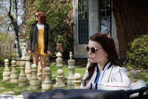 Lily (Anya Taylor-Joy) und Amanda (Olivia Cooke) planen gemeinsam einen Mord.