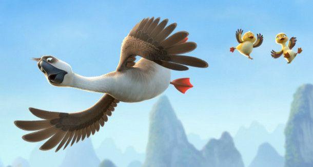 Die Entenküken Lissy und Lucky weichen Gänserich Peng nicht mehr von der Seite.