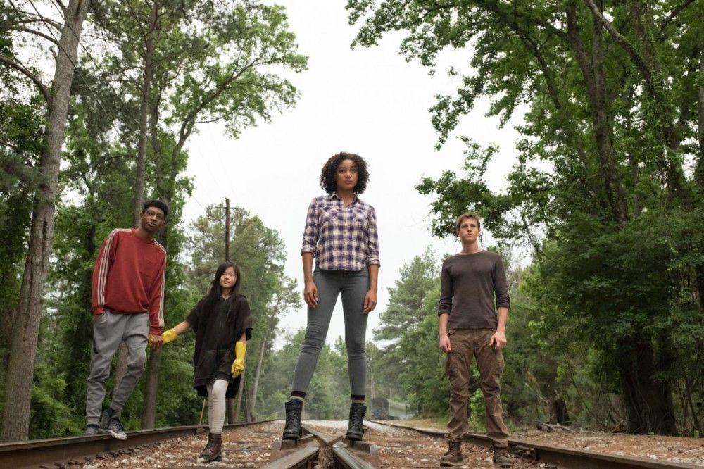 Chubs (Skylan Brooks), Zu (Miya Cech), Ruby (Amandla Stenberg) und Liam (Harris Dickinson, von links) fliehen vor der US-Regierung - und machen sich auf die Suche nach einem Ort, in dem Kinder in Frieden leben können.