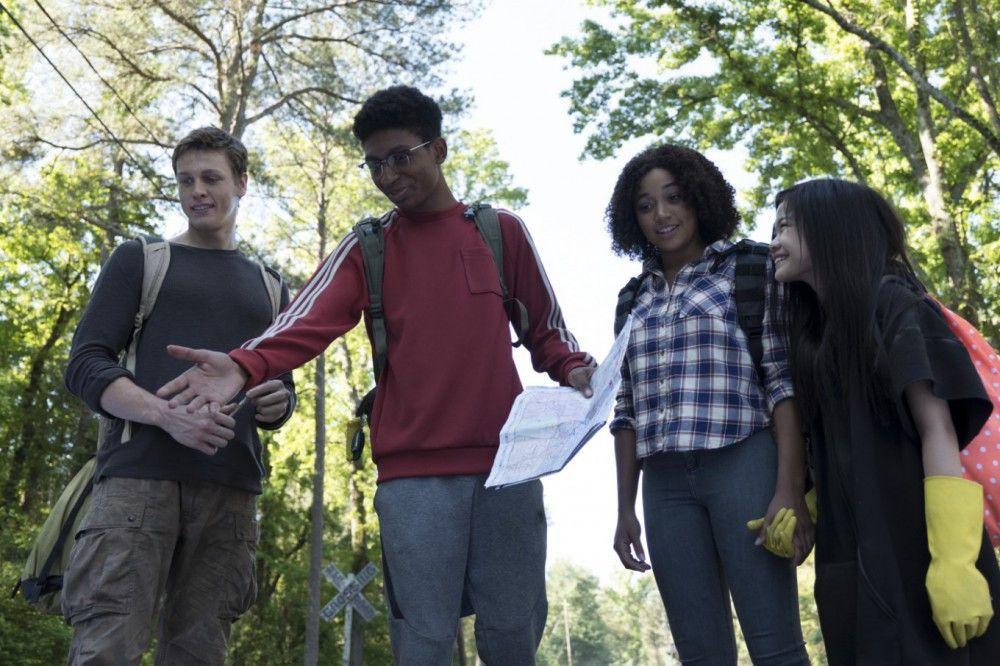 Liam (Harris Dickinson) kann Dinge bewegen, ohne sie anzufassen, Chubs (Skylan Brooks) ist superklug, Ruby (Amandla Stenberg) kennt die Gedanken anderer Menschen und Zu (Miya Cech, von links) kann Strom beherrschen: Zusammen ist diese Crew Teenies beinahe unschlagbar.