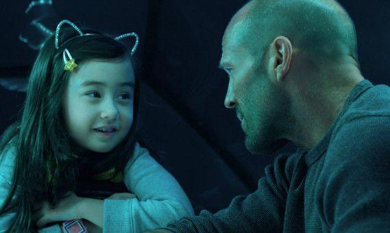 Ebenfalls mit Jonas (Jason Statham) an Bord ist die kleine Meiying (Sophia Cai).
