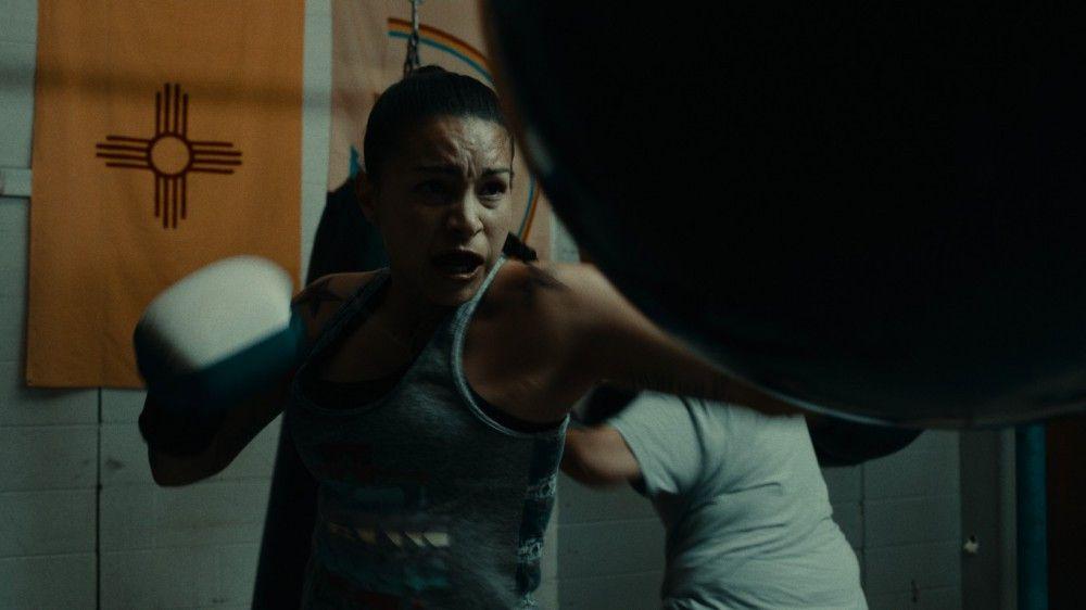 Gabriels Ex Dana (Nikki Lowe)kanalisiert ihre Emotionen im Boxring.