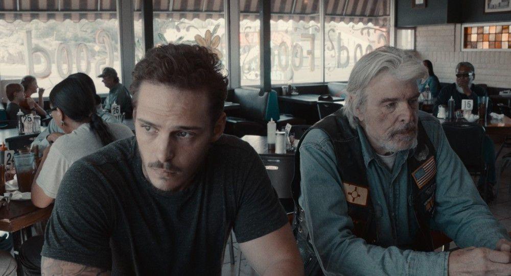 Gabriel (Eric Hunter, links) hatte eigentlich vor, seinen Großvater (Max Thayer) zu erschießen.