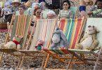 Puuh, Ferkel, I-Ah und Tigger sonnen sich am Strand - auch in der realen Welt sind die Tiere für alle Menschen zu sehen.