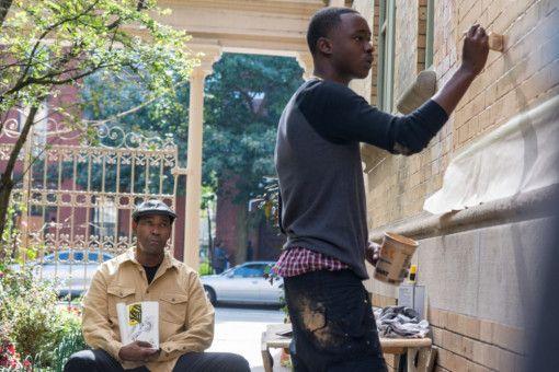McCall (Denzel Washington, links) kümmert sich um seine Mitmenschen, so auch um den Kunststudenten Miles (Ashton Sanders).