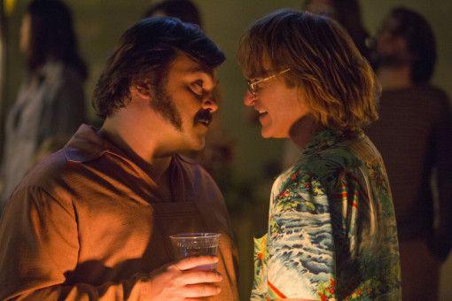 Wieder einmal besaufen sich John (Joaquin Phoenix, rechts) und sein Kumpel Dexter (Jack Black) bis zur Besinnungslosigkeit.