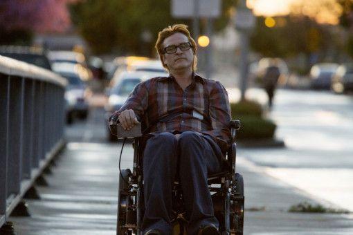 Wie ein Irrer rast John (Joaquin Phoenix) manchmal mit seinem Elektrorollstuhl durch die Stadt.