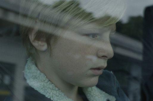 Julien (Thomas Gioria) ist Opfer der Trennung seiner Eltern.