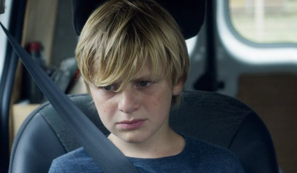 Obwohl Julien (Thomas Gioria) seinen Vater nicht sehen will, muss er Zeit mit ihm verbringen.