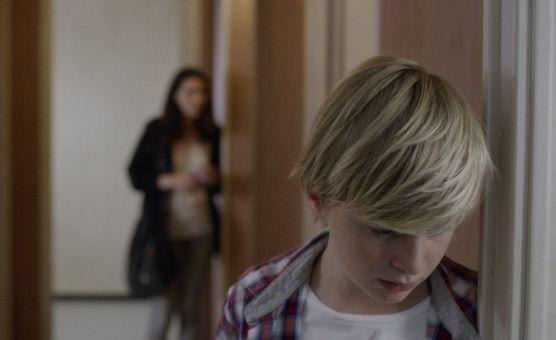 Julien (Thomas Gioria) und seine ältere Schwester Joséphine (Mathilde Auneveux) haben sich gegen Kontakt zu ihrem Vater ausgesprochen.