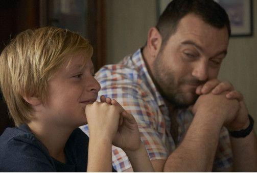 Julien (Thomas Gioria) ist bei seinem unberechenbaren Vater (Denis Ménochet).