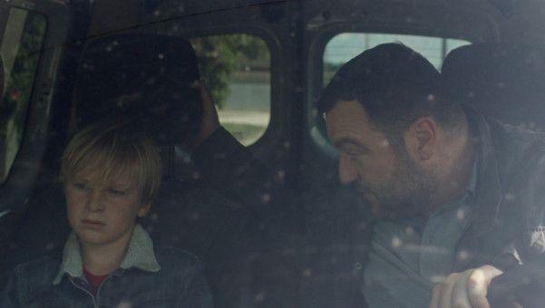 Die Lage zwischen Antoine (Denis Ménochet) und seinem Sohn Julien (Thomas Gioria) spitzt sich immer weiter zu.