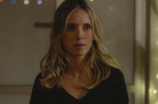Miriam (Léa Drucker) ist fassungslos darüber, dass ihrem Ex-Mann Besuchsrecht für die Kinder zugesprochen wurde.