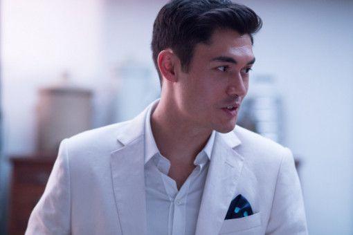 Nick (Henry Golding) gehört zu den reichsten Junggesellen Singapurs.