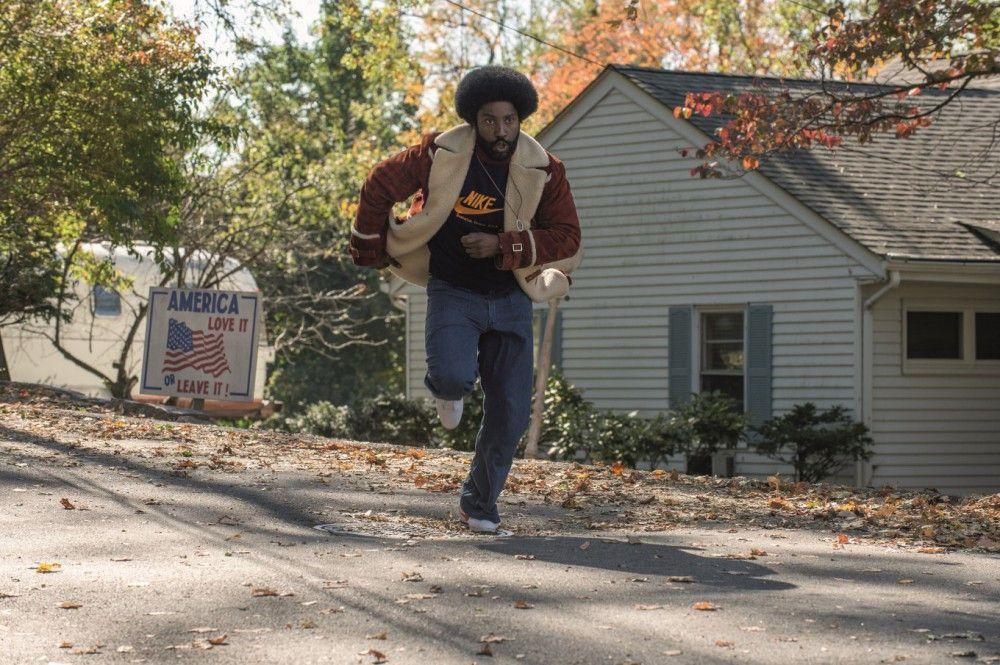 Endlich hat Ron (John David Washington) die Chance, undercover zu arbeiten.