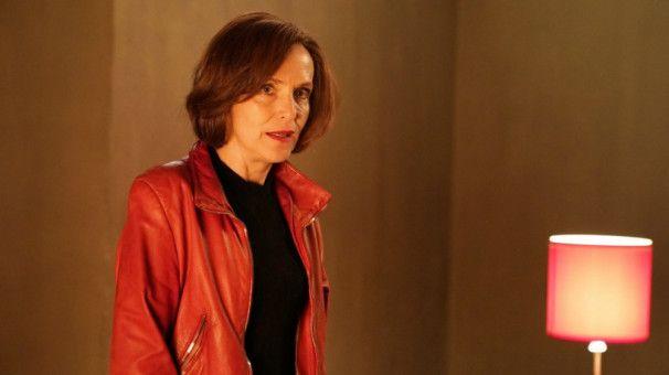 Mona (Juliane Köhler) ist über 50 und schon seit Ewigkeiten Single. Also probiert auch sie es mit Safari.